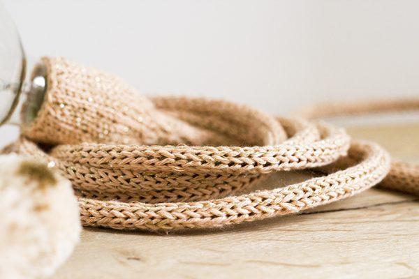 tricot de lampe baladeuse nude doré trendy little