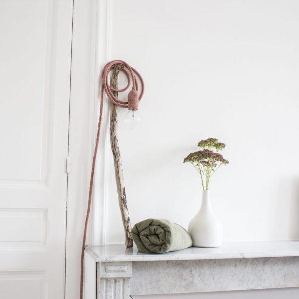 lampa baladeuse en tricot rose foncé, fabriqué par trendy little