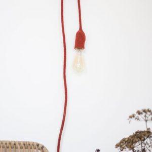 lampe baladeuse accrochée au mur