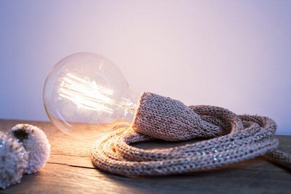 lampe baladeuse nude doré trendy little éclairée