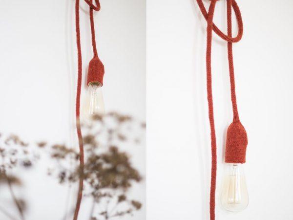 lampe design tricoté main trendy little, suspendue au mur