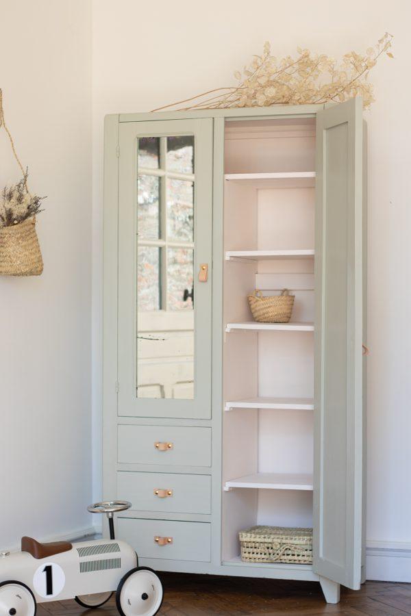 Armoire parisienne vintage pour chambre enfant restaurée par l'atelier Trendy Little