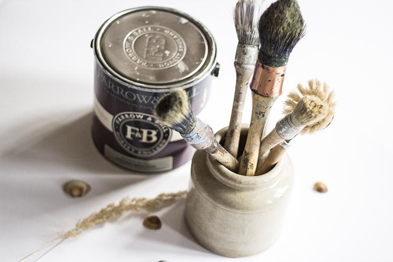 Pinceaux et peinture Farrow and Ball pour l'atelier de meubles Trendy Little