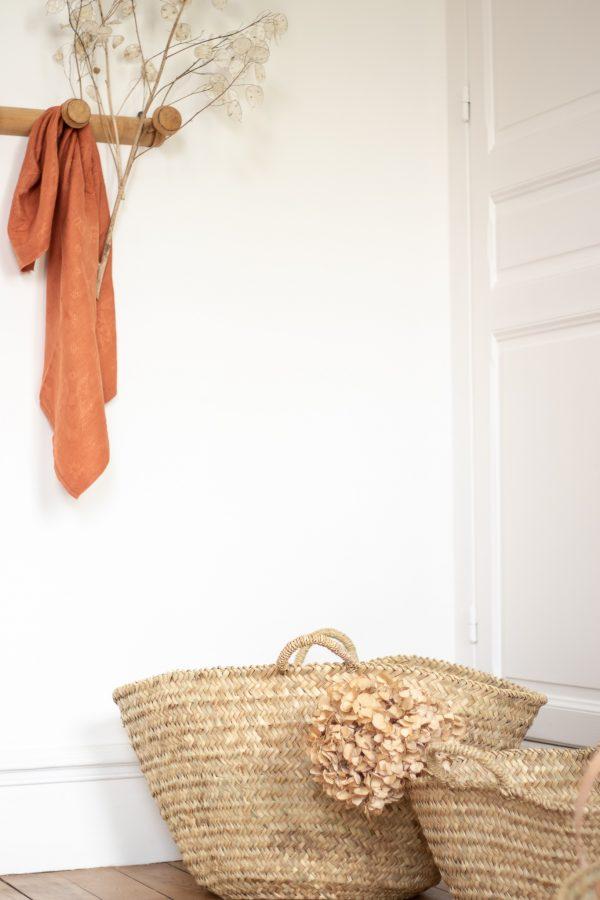 Panier en palme tressé rond, rangement pour jouets, fabriqué main au Maroc et vendu par Trendy Little