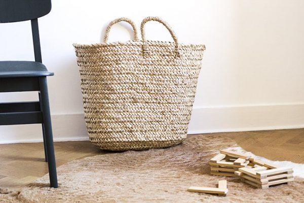 panier de rangement trendy little avec jouets en bois
