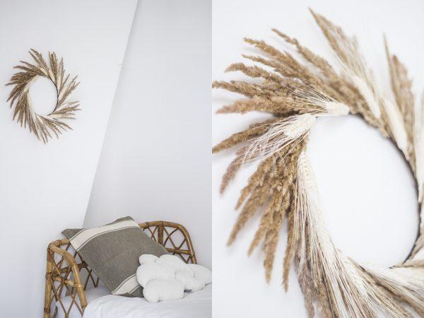 Couronne de fleurs séchées à base d'épis de blé et de graminées, réalisée à la main dans l'atelier Trendy Little