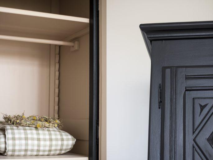 armoire noire par trendy little avec édredon bébé