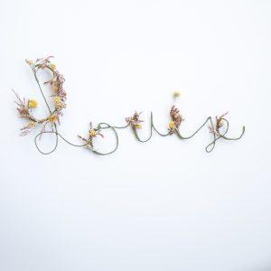 Prénom en fleurs séchées Louise, créé par Trendy Little
