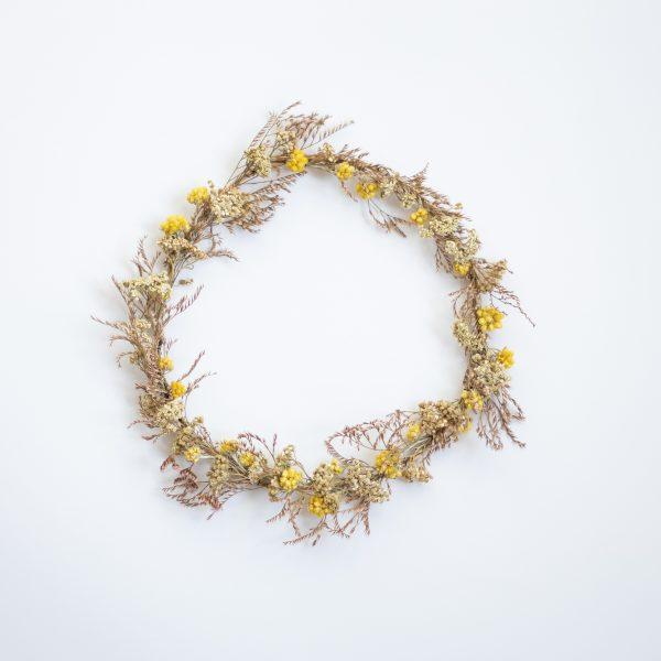 Couronne de fleurs séchées dans les tons vert, rose et jaune, création TRENDY LITTLE