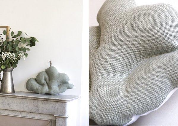 coussin nuage, création trendy little, posé sur une cheminée