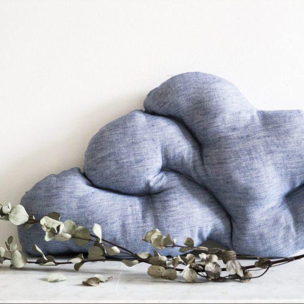 coussin nuage cousu à la main, coloris bleu chiné, création trendy little