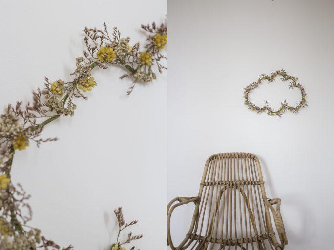 Couronne de fleurs séchées en forme de nuage accrochée au mur, création Trendy Little