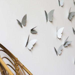 envolée de papillons argentés en papier, fabriqué par trendy little