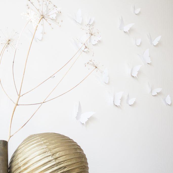 envolée de papillons en papier blanc, à accrocher au mur, création trendy little
