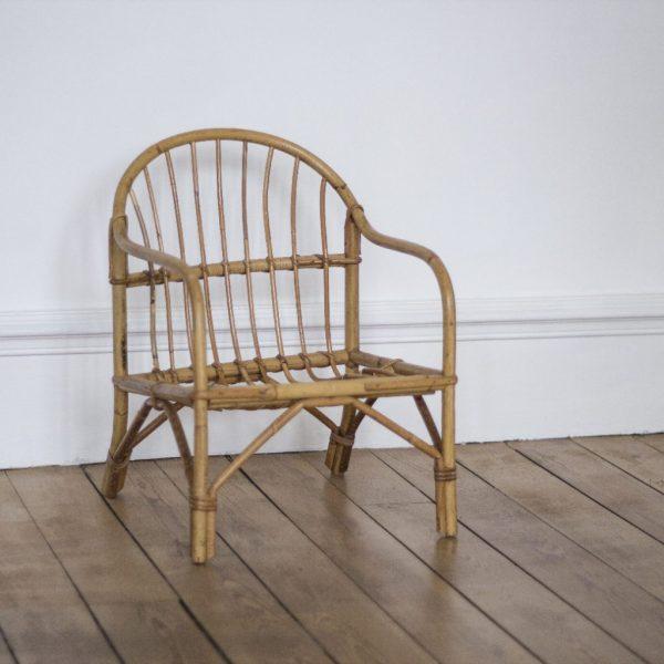 Fauteuil enfant en rotin, mobilier vintage restauré dans notre atelier Trendy Little