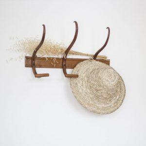 Porte-manteau mural en bois avec 3 crochets en forme de S, rénové par Trendy Little