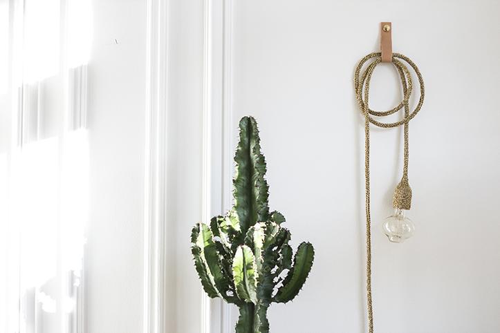 patère murale en cuir et laiton pour suspendre lampe au mur, création trendy little