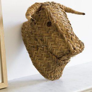 Trophée mural tête de taureau en esparto, vendu par Trendy Little