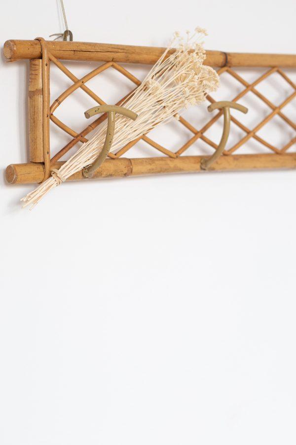 Patère vintage en rotin avec de jolis croisillons, restauré par Trendy Little