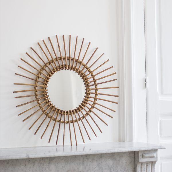 Miroir soleil en rotin, restauré par Trendy Little