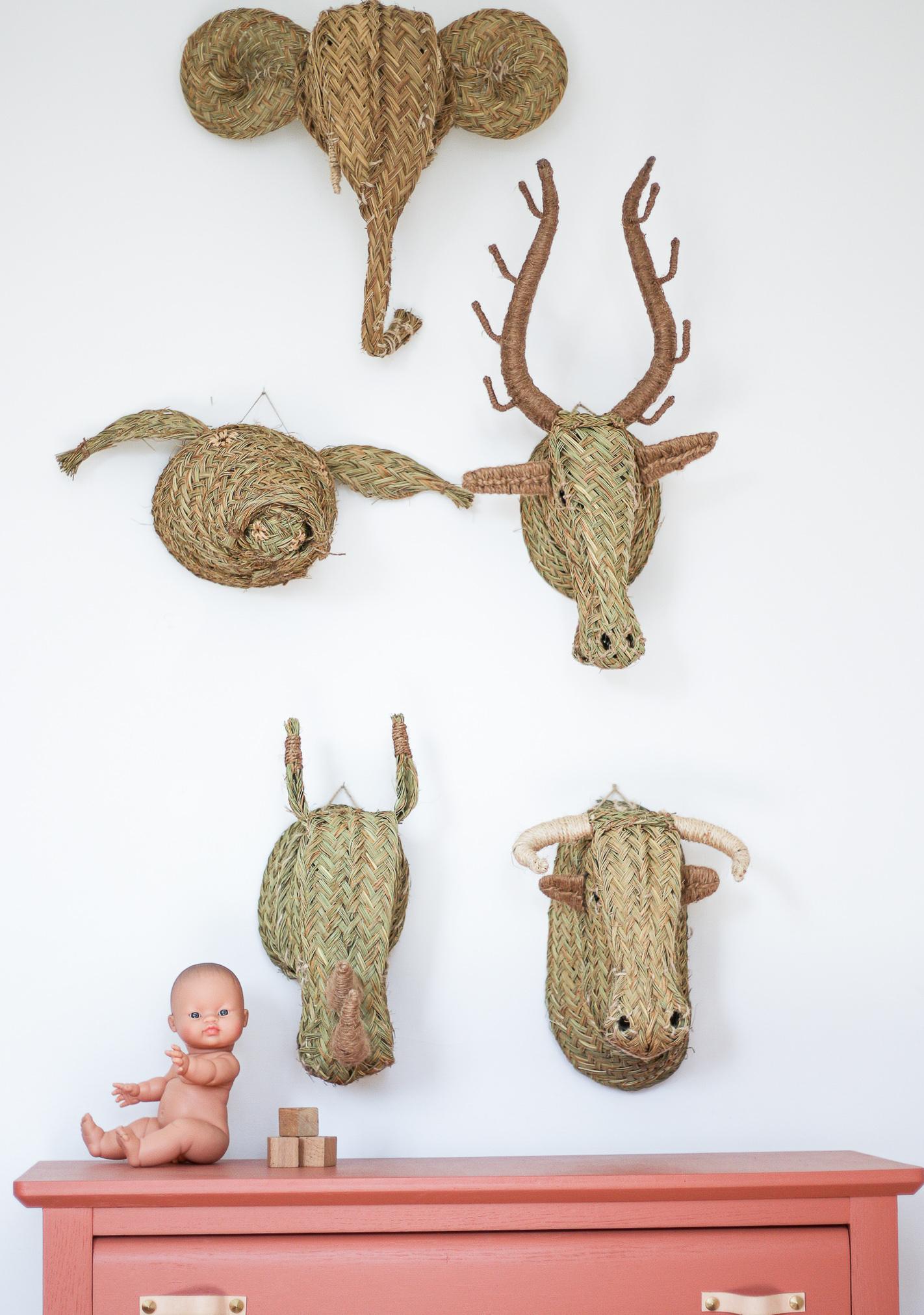 Trophée animal, trophée mural en esparto : éléphant, cochon, cerf, rhinocéros, taureau. Vendu sur le site Trendy Little