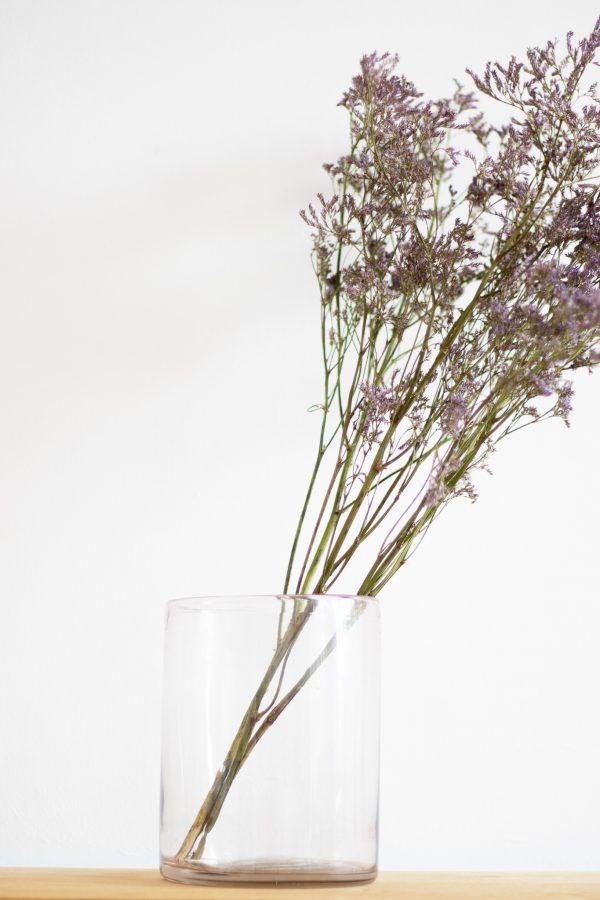 Vase en verre transparent avec bouquet de fleurs séchées, par TRENDY LITTLE