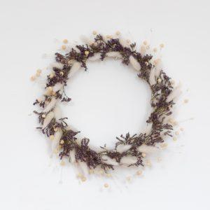 Couronne de fleurs séchées couleur parme et blanc, création Trendy Little