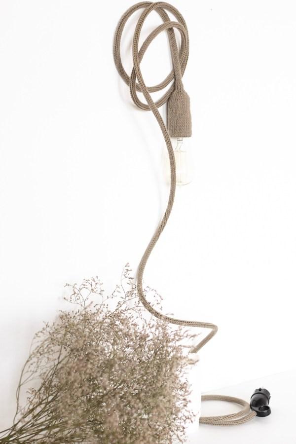Lampe baladeuse taupe fabriquée par Trendy Little