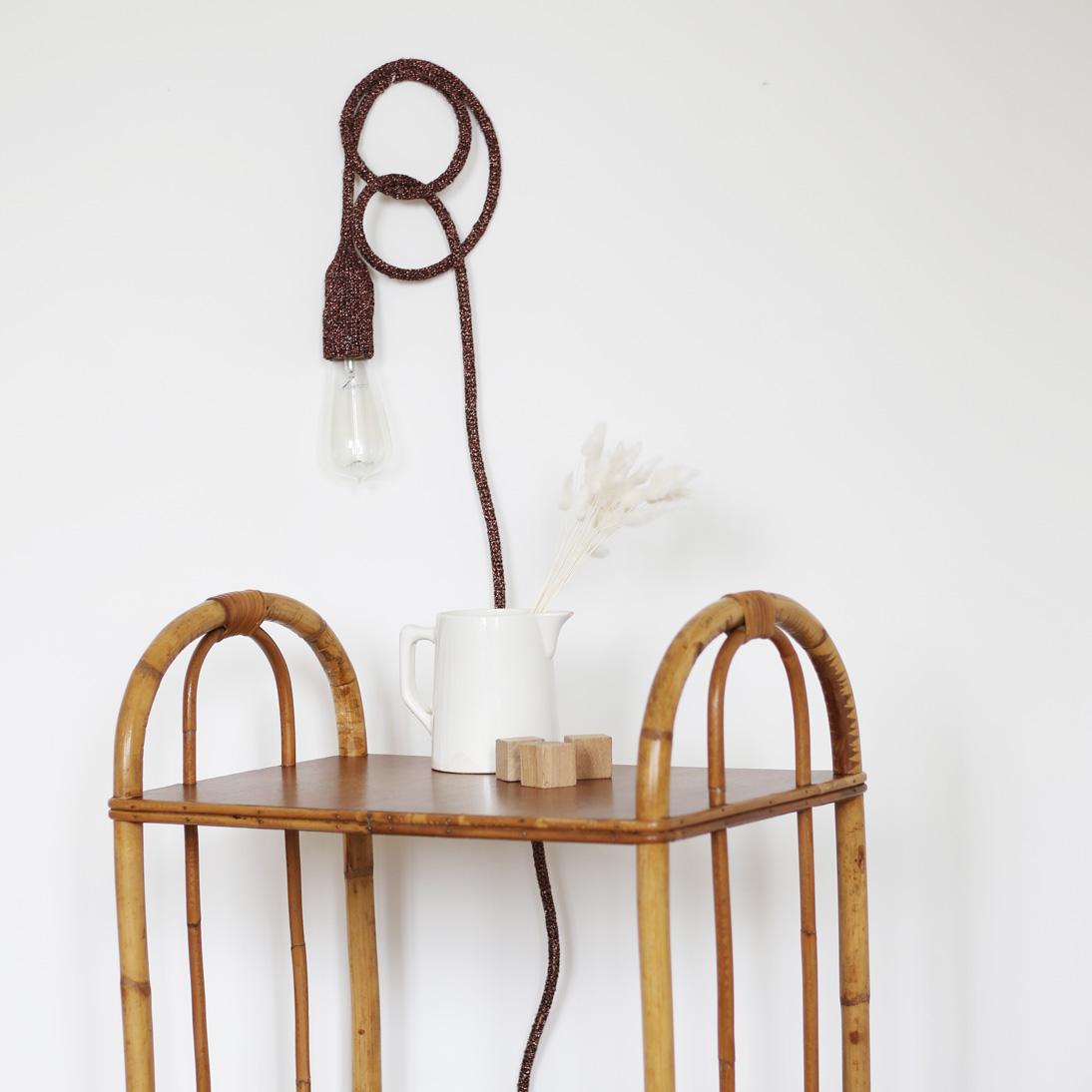 Lampe baladeuse tricottée à la main en lurex cuivré, création Trendy Little