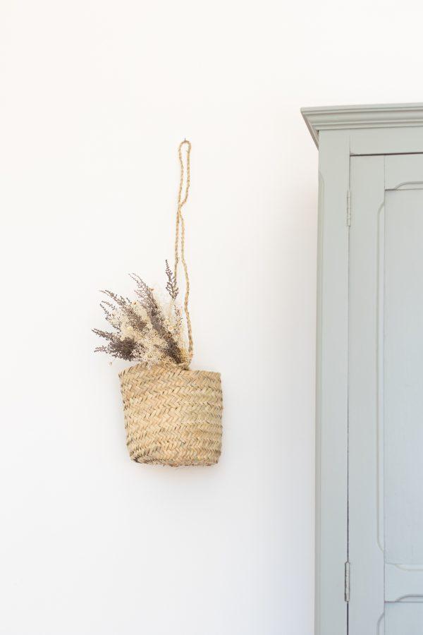 Petit panier tressé rond à suspendre, vendu par l'atelier Trendy Little