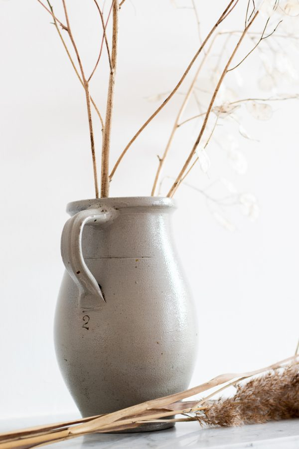 Vase pot en grès gris clair, chiné par Trendy Little