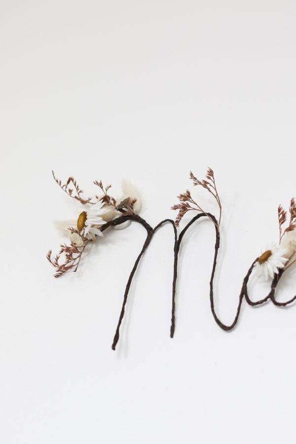 Prénom en fleurs séchées confectionné à la main, et créé par Trendy Little