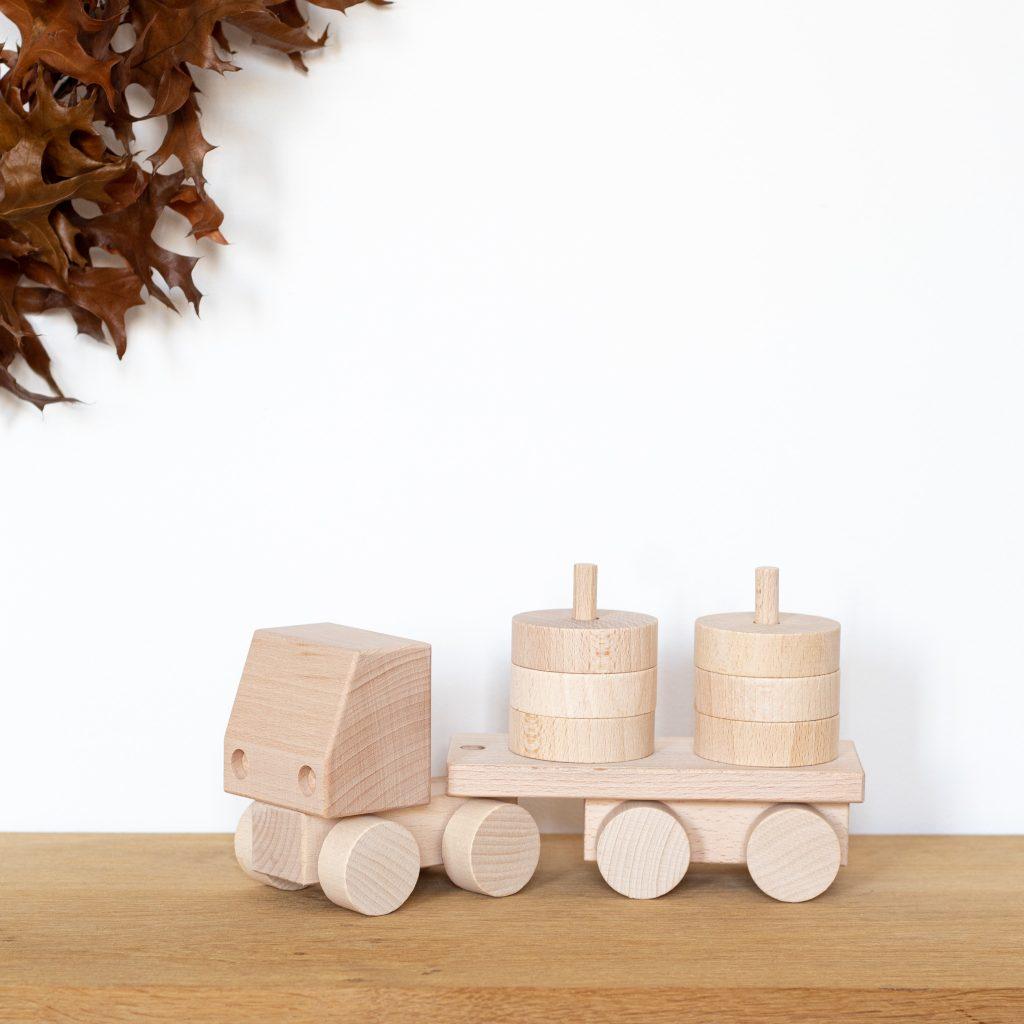 Camion empilable, jouet en bois de construction, vendu par Trendy Little