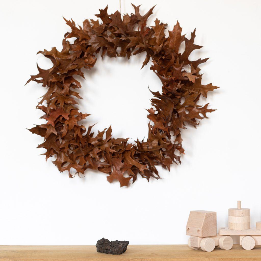 Couronne de feuilles de chêne séchées confectionnée à la main par Trendy Little