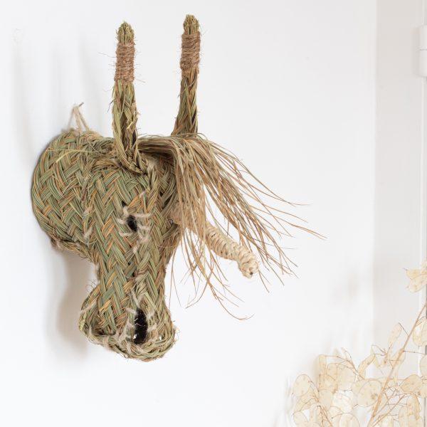 Trophée licorne en paille ou sparthe tressé, confectionné à la main par des artisans espagnols, vendu par Trendy Little