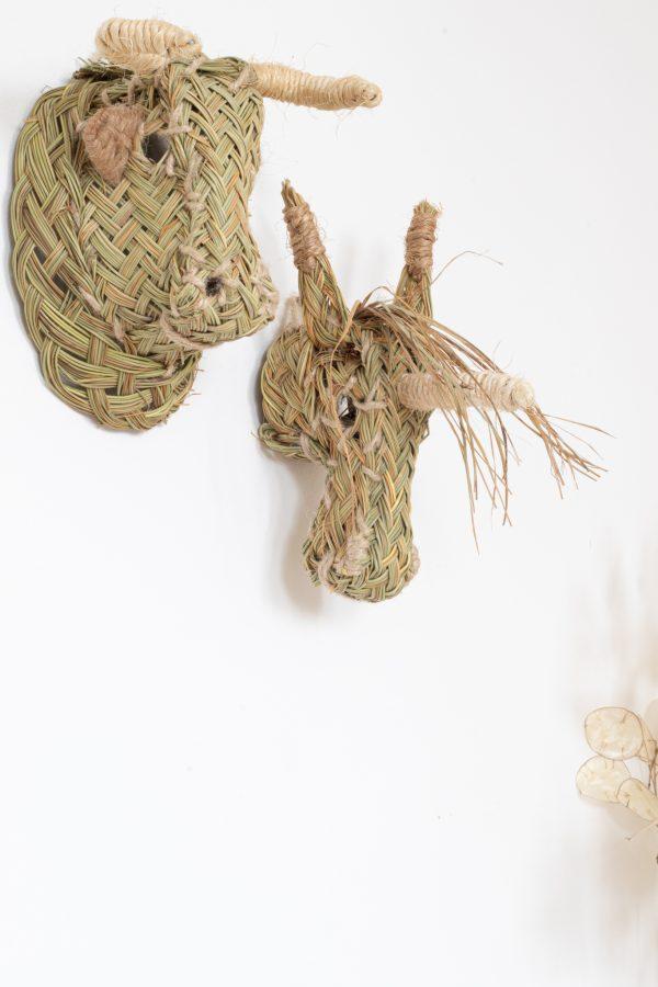 Trophée mural tête de taureau et licorne en esparto, vendu par Trendy Little