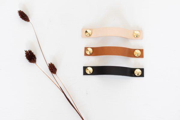 Poignée horizontale en cuir et laiton pour meuble, confectionné par Trendy Little