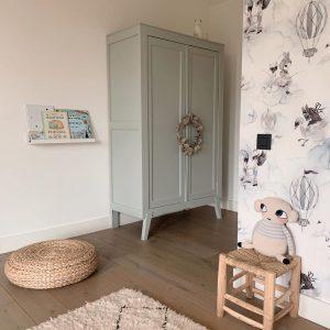 Armoire vintage Trendy Little dans la chambre de fille en Belgique
