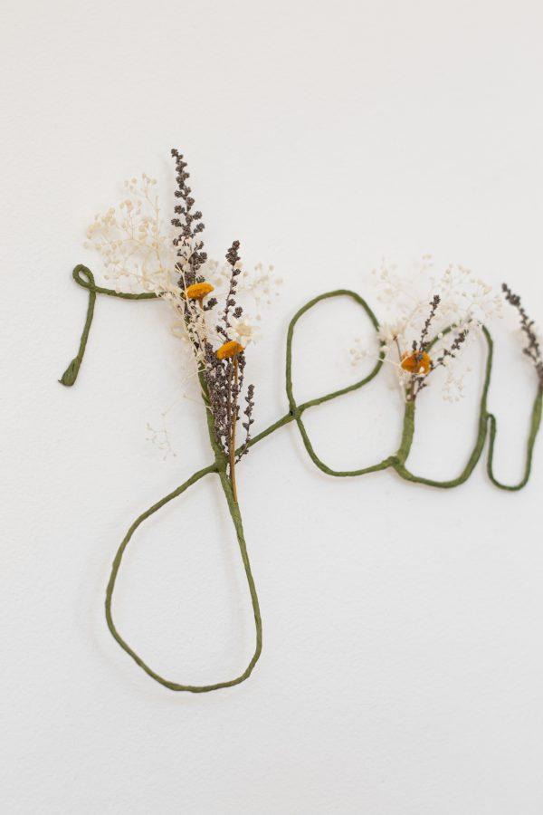 Prénom en fleurs séchées, déco murale fleurs séchées, création Trendy Little