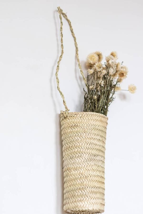 Panier bouquet en palme tressé
