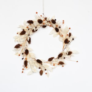 Couronne de fleurs séchées blanc, grenat et rouille par Trendy Little