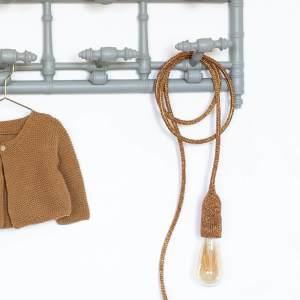 Lampe baladeuse orange cuivrée tricotée et fabriquée par Trendy Little